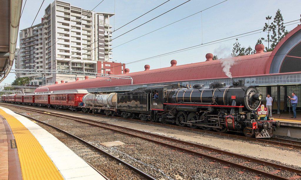 american locomotive ac16 number 221a arriving roma street. Black Bedroom Furniture Sets. Home Design Ideas