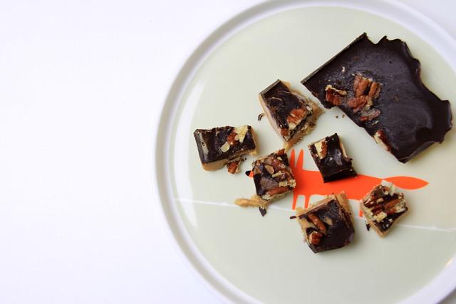 peanut-caramel-fudge