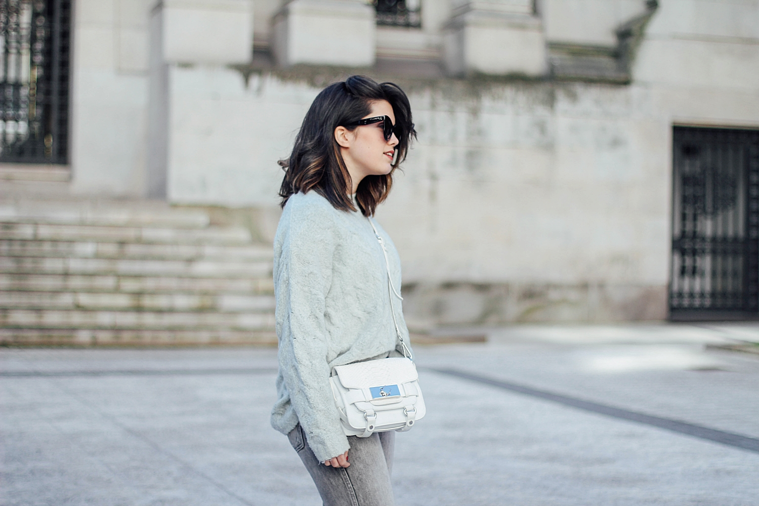 mint_jumper_levi's denim jacket vintage_mom jeans_gucci loafers_celine sunglasses_baby marta_streetstyle