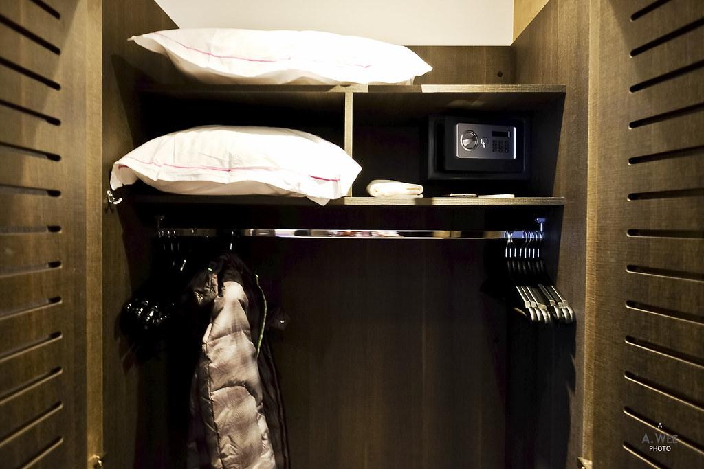 Side wardrobe