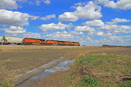 santa railroad light clouds train mac perfect ditch magic railway locomotive fe engineer bnsf wispy grassy es44dc sd70ace es44ac es44c4