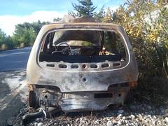 Όχημα κάηκε ολοσχερώς
