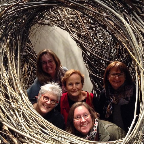 @chixdigneedles @sewtogetherphyliss @robinbirdrobin @carolynlalo and @alysonwonderlan got a closer look inside an art piece. #DCMQG