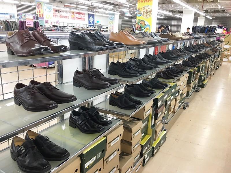 24198714944 499e609ddf b - 熱血採訪。台中干城特賣會搶好康,La new男女鞋、Nike等運動品牌、思薇爾內衣、精典泰迪童裝
