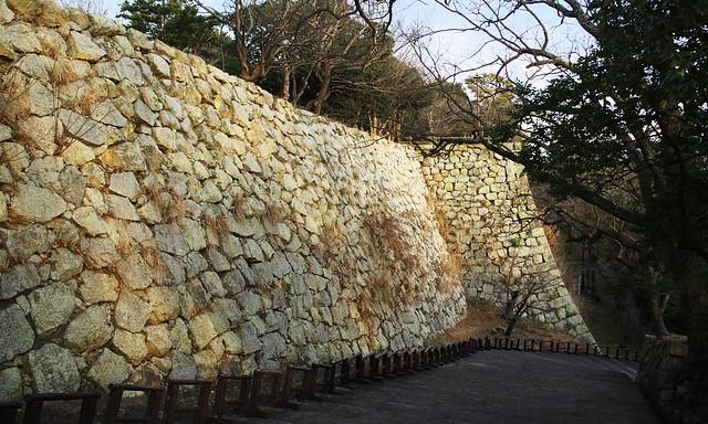 山を作るイメージで石垣をつくったのだろうか。