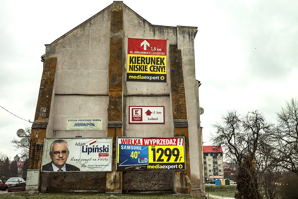 Advertising on dilapidated building--Luban