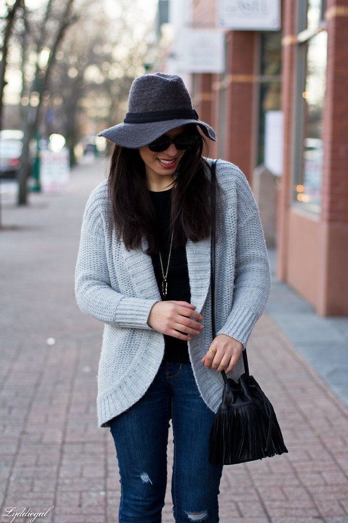 grey cardigan, black tee, grey hat, black booties-3.jpg