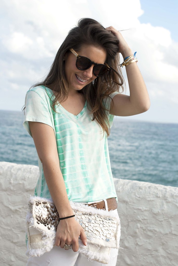 05_mint_shirt_white_jeans
