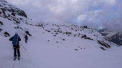 Ostatnie metry przed schroniskiem Chamanna Boval 2495m - Piotr i Albert