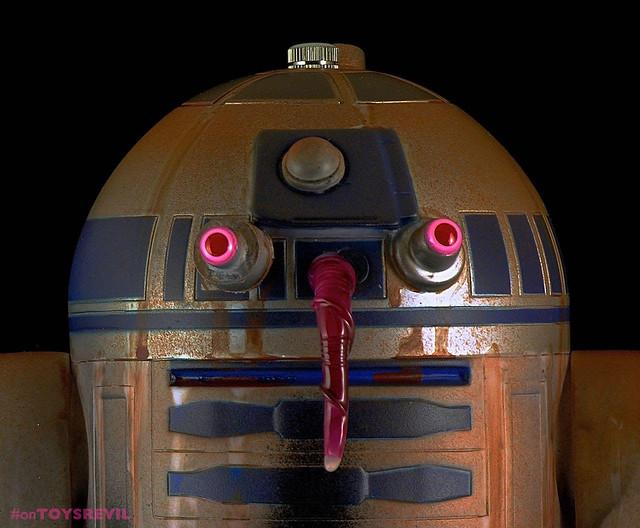 Night-Gamer-Masquerading-as-R2D2-on-Tatooine-1