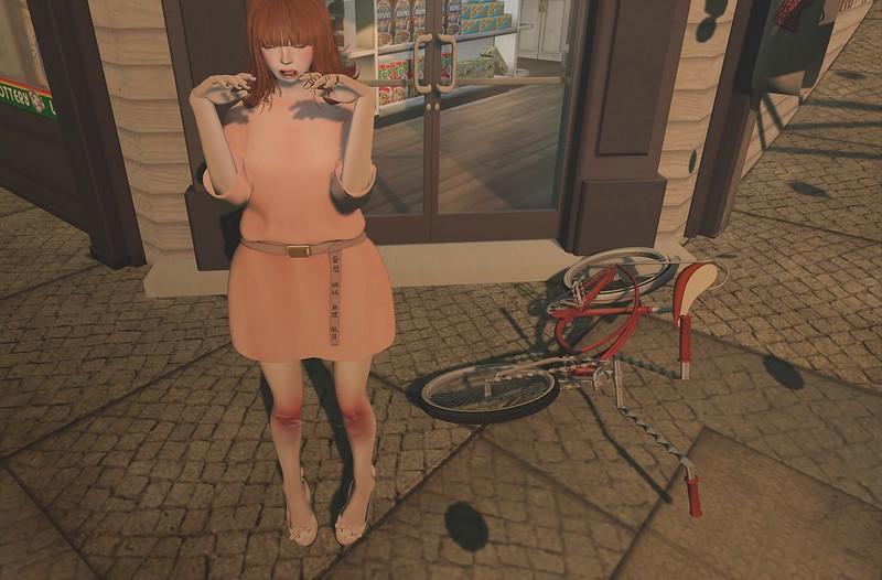 さぶかる女子自転車でころぶ。゚(゚´Д`゚)゚。