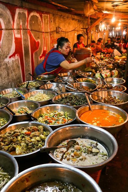 Cheap restaurant famous for tourists, Luang Prabang, laos ルアンパバーン、旅行者に有名な夜市の安食堂街