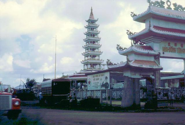 SAIGON 1968 - by Laurie John Bowser - Chùa Hòa Đồng Tôn Giáo ở Phú Lâm