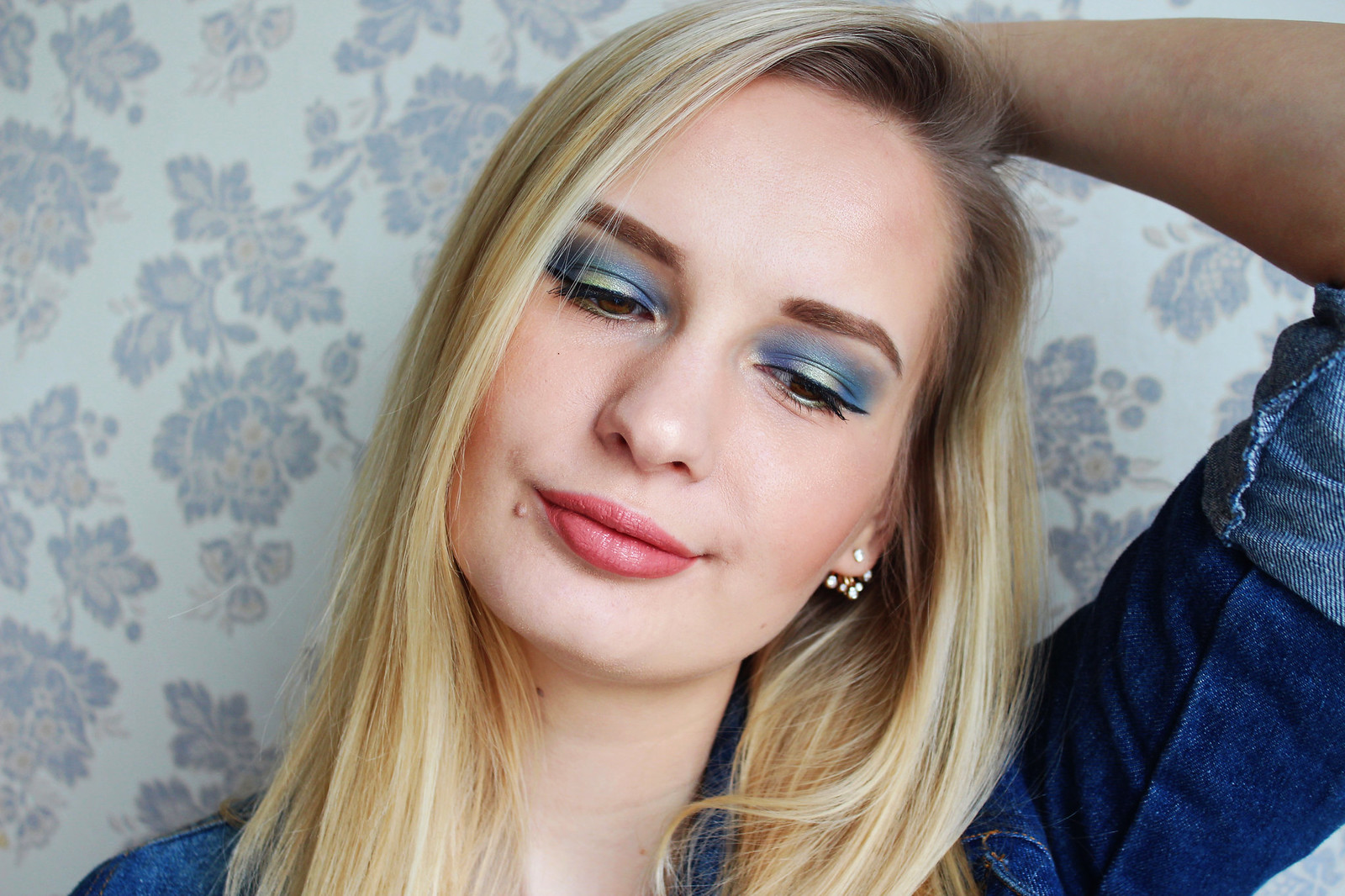 Blue makeup eye shadow inspiration