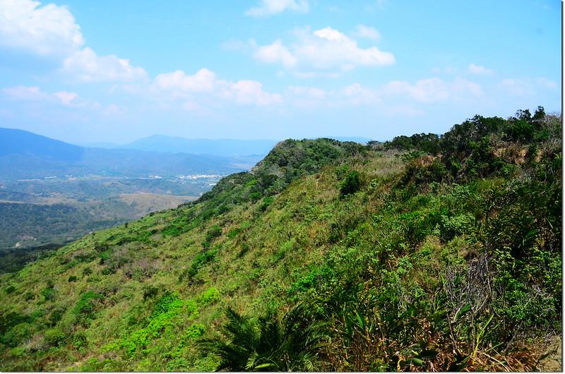 門馬羅山山頂東北眺門馬羅稜線