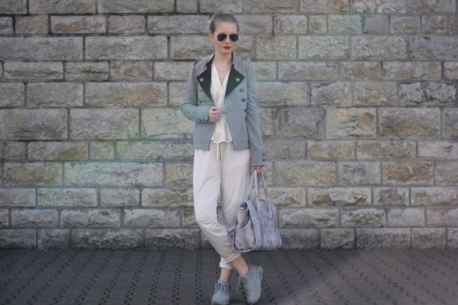 outfit grey beige bright mango nike about you new look ray ban express monki