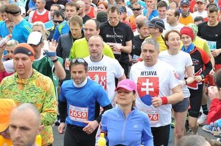 Dostanete dvojnásobek toho, co cizinci, hecuje Bratislava své maratonce