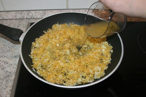 48 - Mit Hühnerbrühe ablöschen / Deglaze with chicken broth