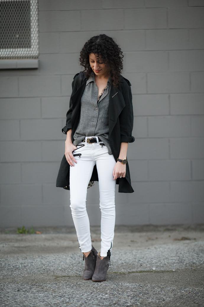 White denim jeans outfit idea