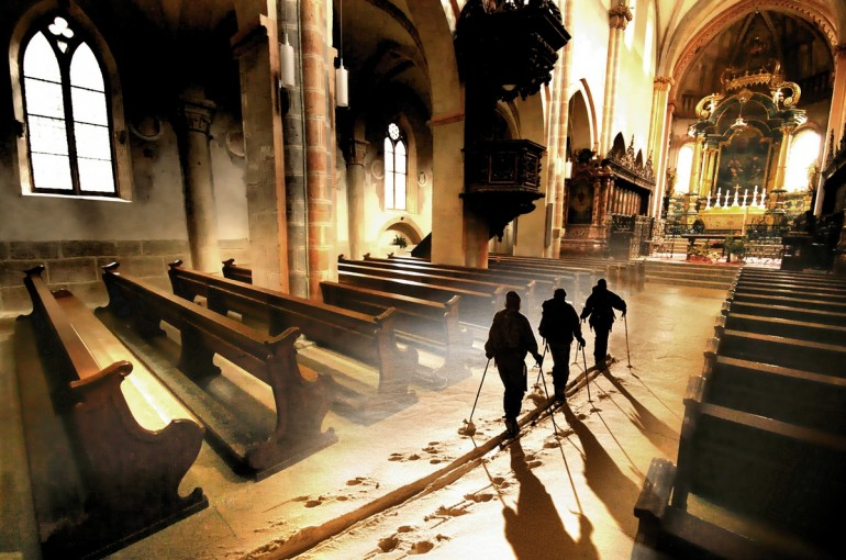 V kostole na lyžiach