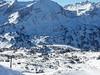 Pohled na Obertauern a celou sjezdoku z lanovky Zehnerkarbahn.Její konec v pravo nahoře