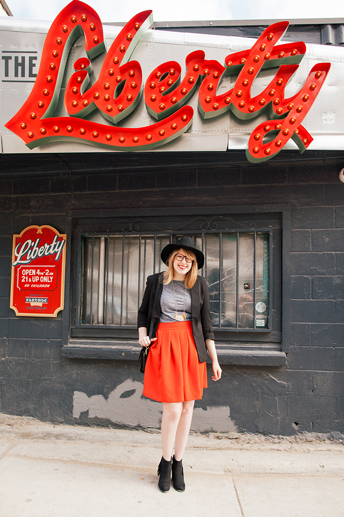 red-skirt-black-hat6