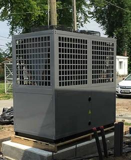 Biztonságos és egyszerű hűtő/fűtő berendezés a hőszivattyú.