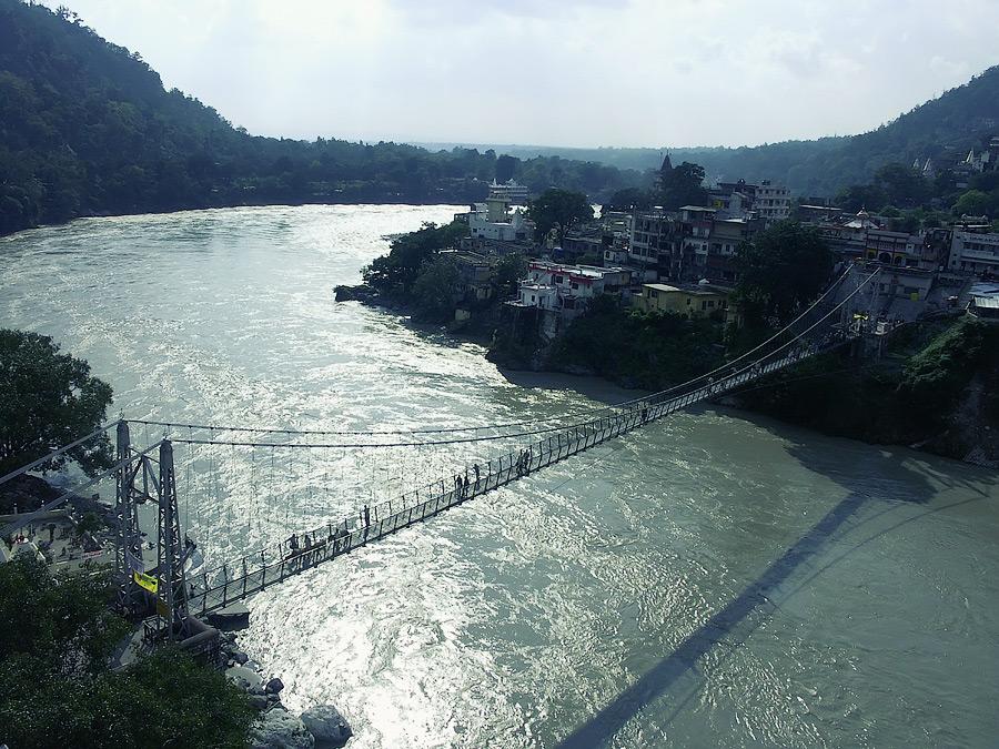 Ришикеш. Мост в Лакшман Джуле. Авторские туры в Индию