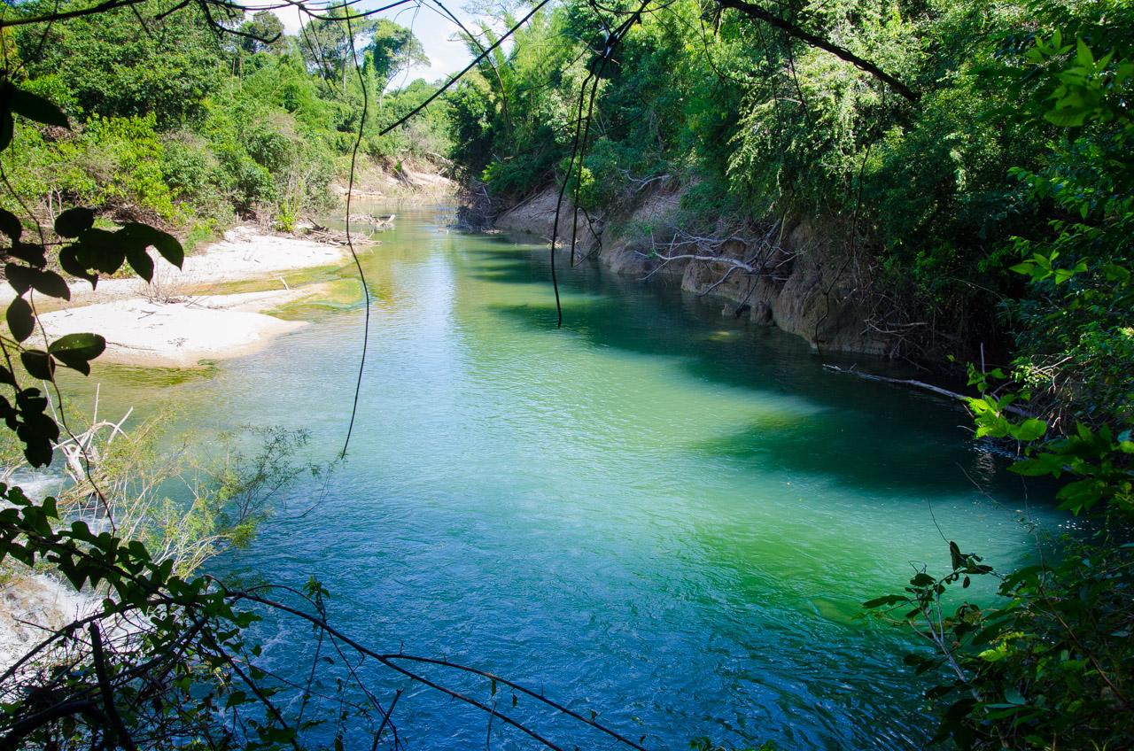 Unos cientos metros más abajo del lugar habitual, a través de una larga caminata por el bosque, podemos encontrarnos nuevamente con el cauce del arroyo Tagatiya con la misma apariencia. Aventureros pueden animarse a atravesar el arroyo para acceder y disfrutar de sus pequeñas playas. (Elton Núñez)