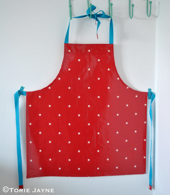 Kids oilcloth apron tutorial