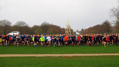 parkrunners set off on Bushy parkrun #608