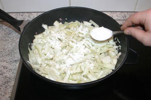 23 - Mit Mehl bestäuben / Dredge with flour