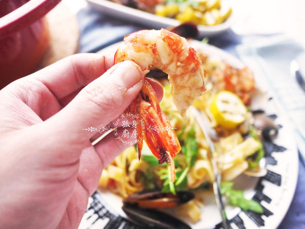 孤身廚房-寶迪鍋一鍋到底茄汁綜合貝類義大利麵佐烤天使紅蝦與櫛瓜40