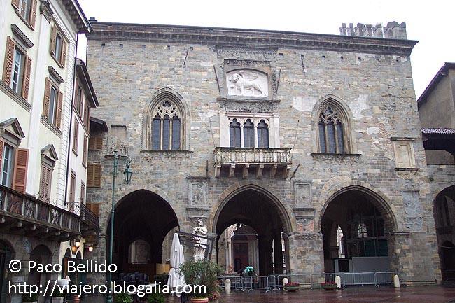 Piazza Vecchia. © Paco Bellido, 2006