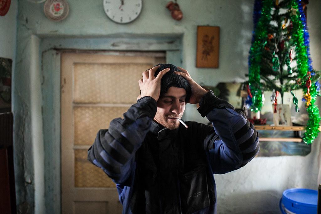 Ricsi és édesapja is dohányoznak, azt mondják, próbáltak leszokni, de nem megy | Fotó: Magócsi Márton