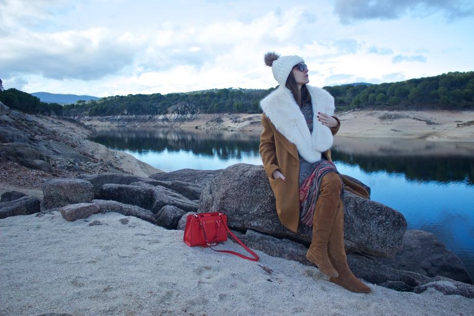 lara-vazquez-madlula-fashion-blog-vogue-moda-streetstyle-lookbook-camel-white-tones-winter-tale-faux-fux