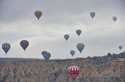 【写真】東欧周遊 : 熱気球(高台より)