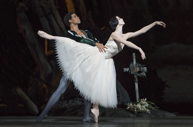 Natalia Osipova as Giselle and Carlos Acosta as Albrecht in Giselle, The Royal Ballet © ROH/Bill Cooper, 2014