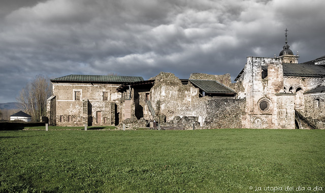 """Monasterio de Santa María de Carracedo y su  palomar """"utópico"""""""