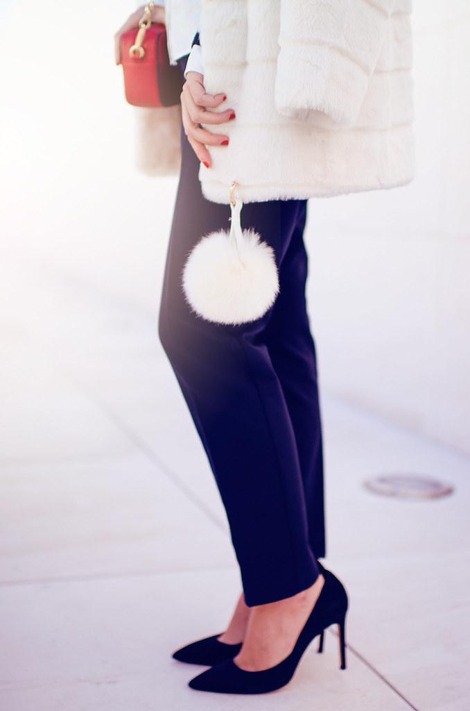Cómo combinar un abrigo de pelo blanco