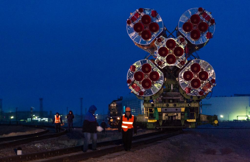 Exp 47 Soyuz Rollout (NHQ201603160006)