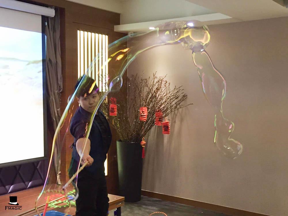 【魔術師法拉利】魔術表演/尾牙表演/魔術師推薦/魔術師價位/客制化魔術/氣球魔術/泡泡魔術