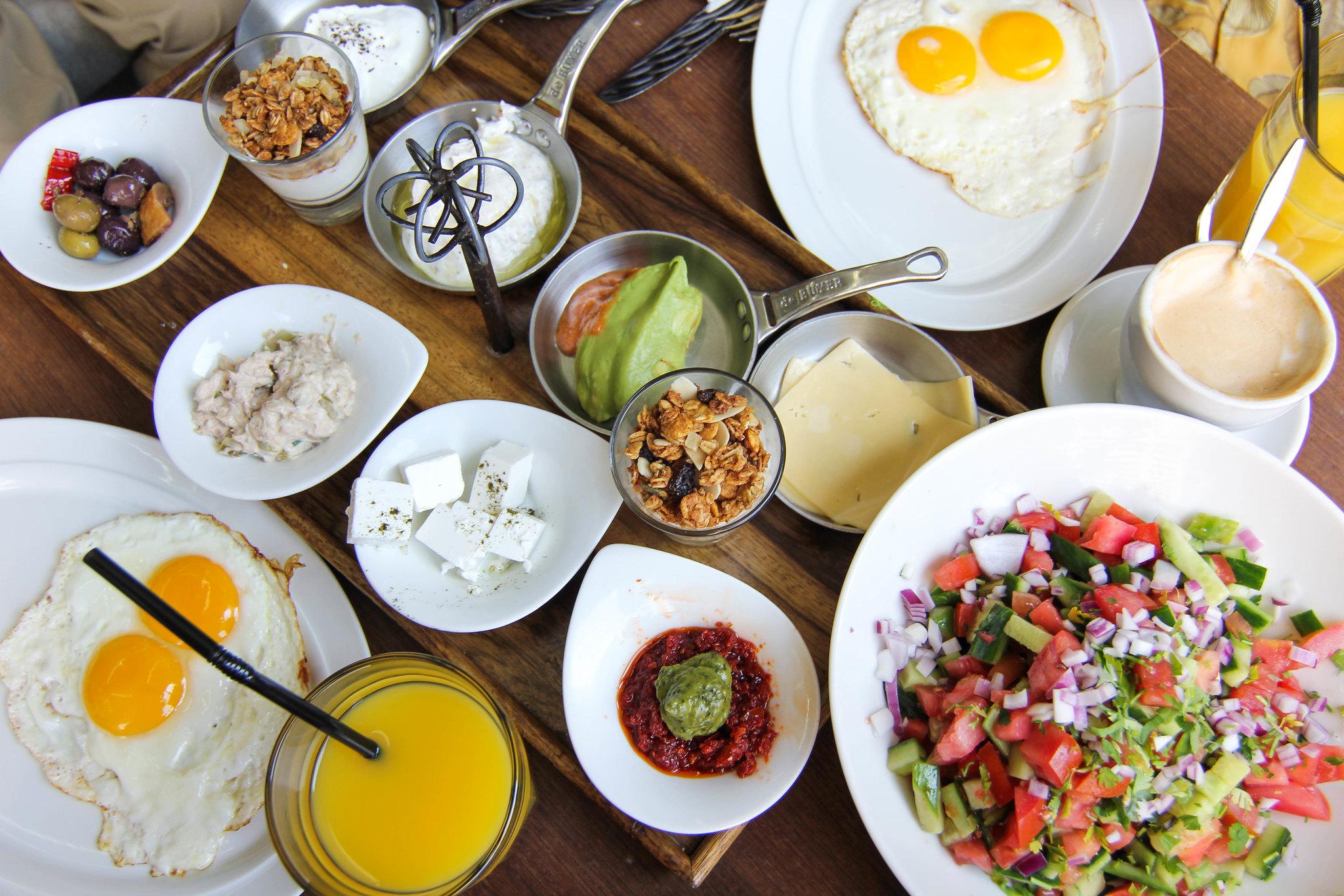 Israeli breakfast | Adelante