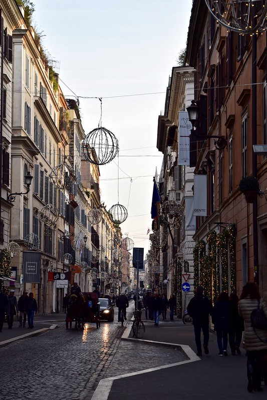 Shopping in Rome at Christmas