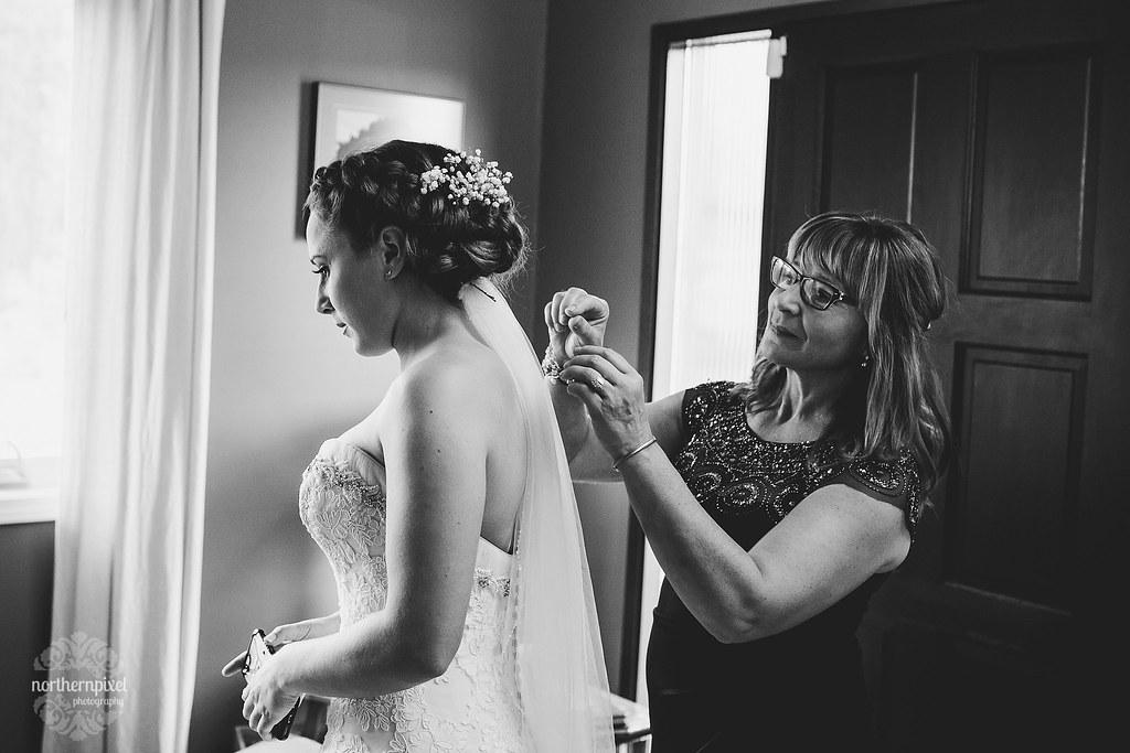 Glacier Inn Wedding - Girls Getting Ready