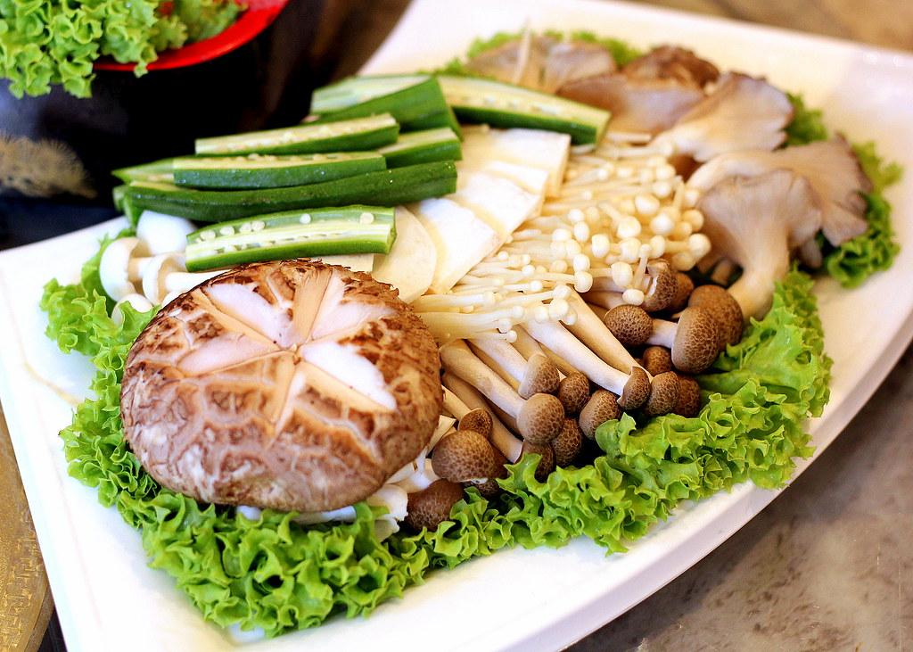 Fu Lin Men Dou Lao: Wild Cultivated Mushrooms