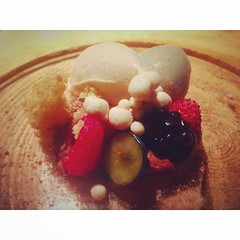 Sota bosc @calenric #foodporn #foodie #foodporn #lagarrotxa #pickoftheday #igersoftheday #michelin #garrotxa #igersgirona #bonataula #bonappetit #dinner