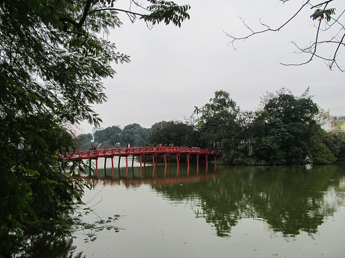 Hanoi: le pont du Soleil-Levant