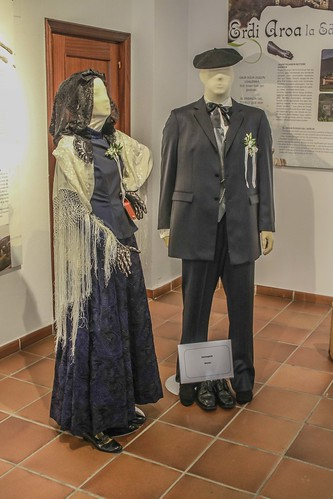 2016_04_08 exposición de trajes y complementos de una euskal eskontza, boda vasca #DePaseoConLarri #Flickr -3401