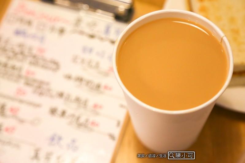 真芳-碳烤吐司/紅茶牛奶【台北炭烤吐司早餐店】真芳炭烤吐司/紅茶牛奶。簡單、美味,吃的到碳烤吐司的好味道!信義區早餐推薦,近松菸文創園區。